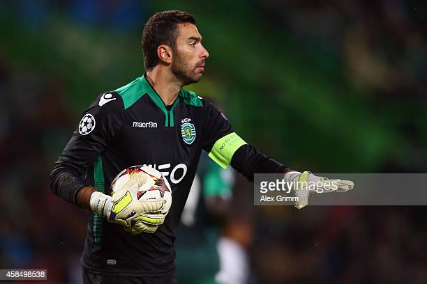 Goalkeeper Rui Patricio of Sporting holds the ball during the UEFA Champions League match between Sporting Clube de Portugal and FC Schalke 04 at...