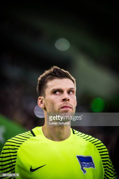 Goalkeeper Rune Jarstein of Berlin looks up prior to the Bundesliga match between Borussia Moenchengladbach and Hertha BSC at BorussiaPark on April 5...