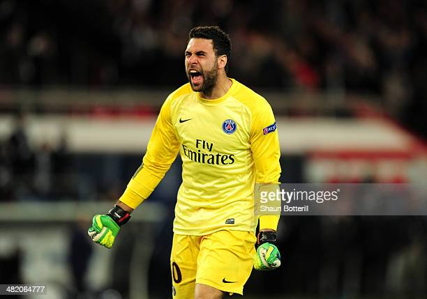 Goalkeeper Salvatore Sirigu of PSG celebrates his team's 31 victory during the UEFA Champions League quarter final first leg match between Paris...