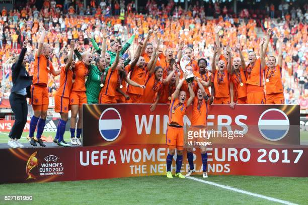 goalkeeper Sari van Veenendaal of Holland Women Desiree van Lunteren of Holland Women Stefanie van der Gragt of Holland Women Mandy van den Berg of...
