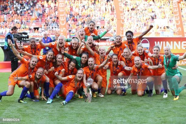 goalkeeper Sari van Veenendaal of Holland Women Desiree van Lunteren of Holland Women Stefanie van der Gragt of Holland Women Mandy van den Berg of...