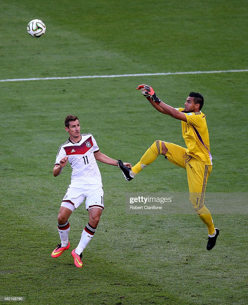 Goalkeeper Sergio Romero of Argentina goes up for a save against Miroslav Klose of Germany during the 2014 FIFA World Cup Brazil Final match between Germany and Argentina at Maracana on July 13, 2014 in Rio de Janeiro, Brazil.
