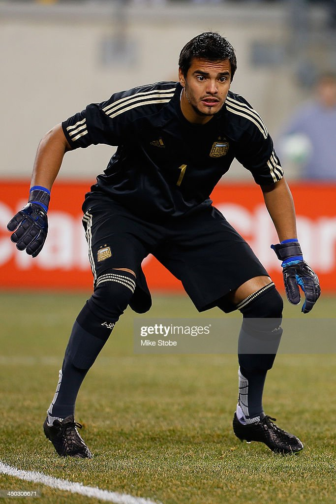 goalkeeper Sergio Romero #1 of Argentina in action against Ecuador at MetLife Stadium on November 15, 2013 in East Rutherford, New Jersey. Ecuador play to Argentina 0-0 tie