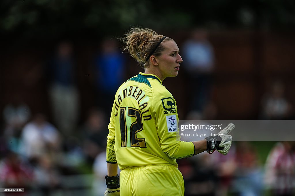 Goalkeeper Siobhan Chamberlain of Notts County points her thumb during the WSL 1 match between Sunderland Ladies and Notts County at The Hetton...