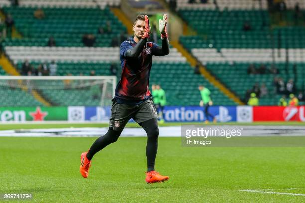 goalkeeper Sven Ulreich of Bayern Munich gestures prior the UEFA Champions League group B match between Celtic FC and Bayern Muenchen at Celtic Park...
