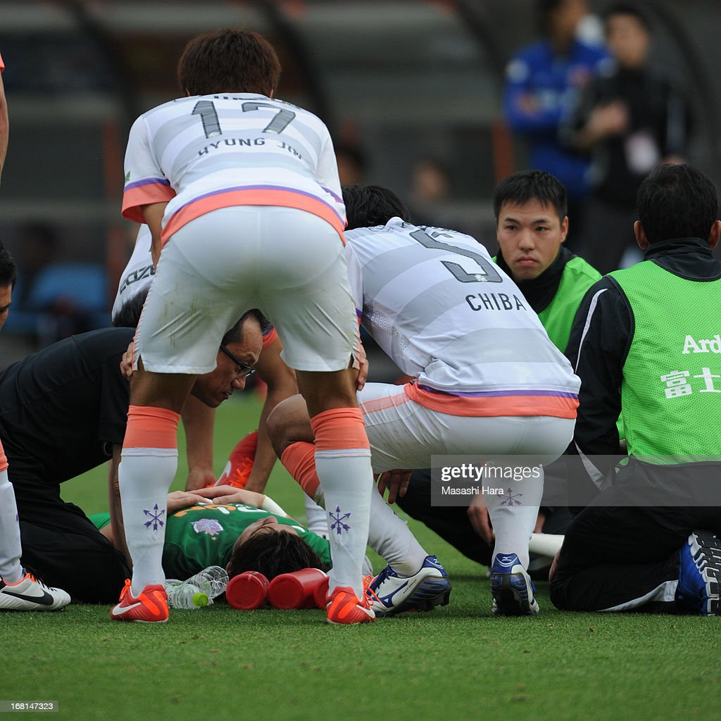 Goalkeeper Takuya Masuda #13 of Sanfrecce Hiroshima after colliding with Takamitsu Tomiyama #28 of Omiya Ardija, who scored the second goal, during the J.League match between Omiya Ardija and Sanfrecce Hiroshima at Nack 5 Stadium Omiya on May 6, 2013 in Saitama, Japan.