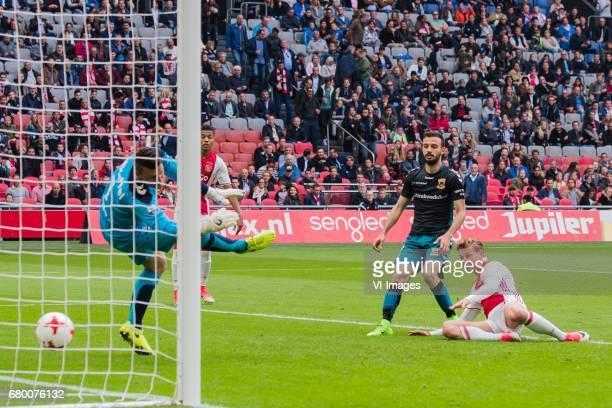 goalkeeper Theo Zwarthoed of Go Ahead Eagles David Neres of Ajax Sebastien Locigno of Go Ahead Eagles Frenkie de Jong of Ajaxduring the Dutch...