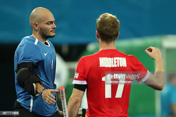 Goalkeeper Thiago Bomfim of Brazil congratulates Barry Middleton of Great Britain after the hockey game on Day 4 of the Rio 2016 Olympic Games at the...