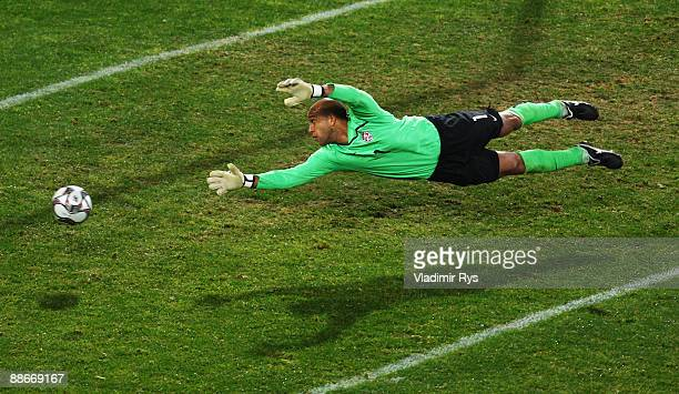 Goalkeeper Tim Howard of the USA in action during the FIFA Confederations Cup Semi Final match between Spain and USA at Free State Stadium on June 24...