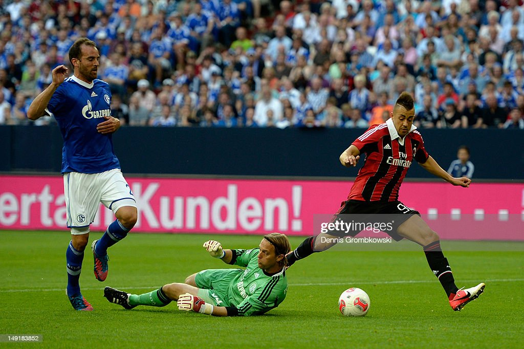 Goalkeeper <a gi-track='captionPersonalityLinkClicked' href=/galleries/search?phrase=Timo+Hildebrand&family=editorial&specificpeople=212953 ng-click='$event.stopPropagation()'>Timo Hildebrand</a> of Schalke challenges Stephen El Shaarawy of Milan during the friendly match between Schalke 04 and AC Milan at Veltins-Arena on July 24, 2012 in Gelsenkirchen, Germany.
