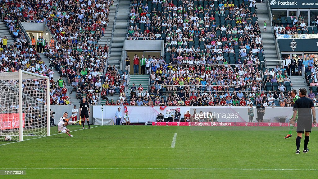 Goalkeeper <a gi-track='captionPersonalityLinkClicked' href=/galleries/search?phrase=Tom+Starke&family=editorial&specificpeople=673735 ng-click='$event.stopPropagation()'>Tom Starke</a> (L) of Muenchen is beaten by a penalty from Luuk de Jong (R) of Moenchengladbach during the Telekom Cup 2013 final match between Borussia Moenchengladbach and FC Bayern Muenchen at Borussia-Park on July 21, 2013 in Moenchengladbach, Germany.