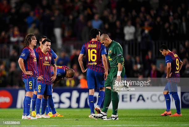 Goalkeeper Victor Valdés and FC Barcelona teammates stand dejectedly at the end of the UEFA Champions League Semi Final second leg match between FC...