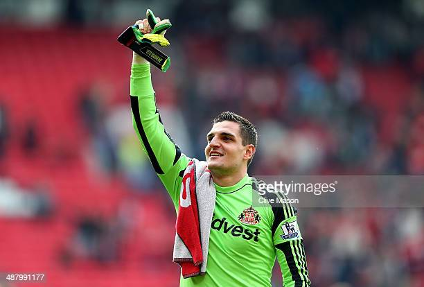 Goalkeeper Vito Mannone of Sunderland celebrates following his team's 10 victory during the Barclays Premier League match between Manchester United...