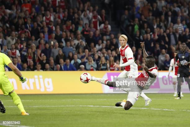 goalkeeper Yoan Cardinale of OCG Nice Davinson Sanchez of Ajax Kasper Dolberg of Ajax Malang Sarr of OCG Nice 21 during the UEFA Champions League...