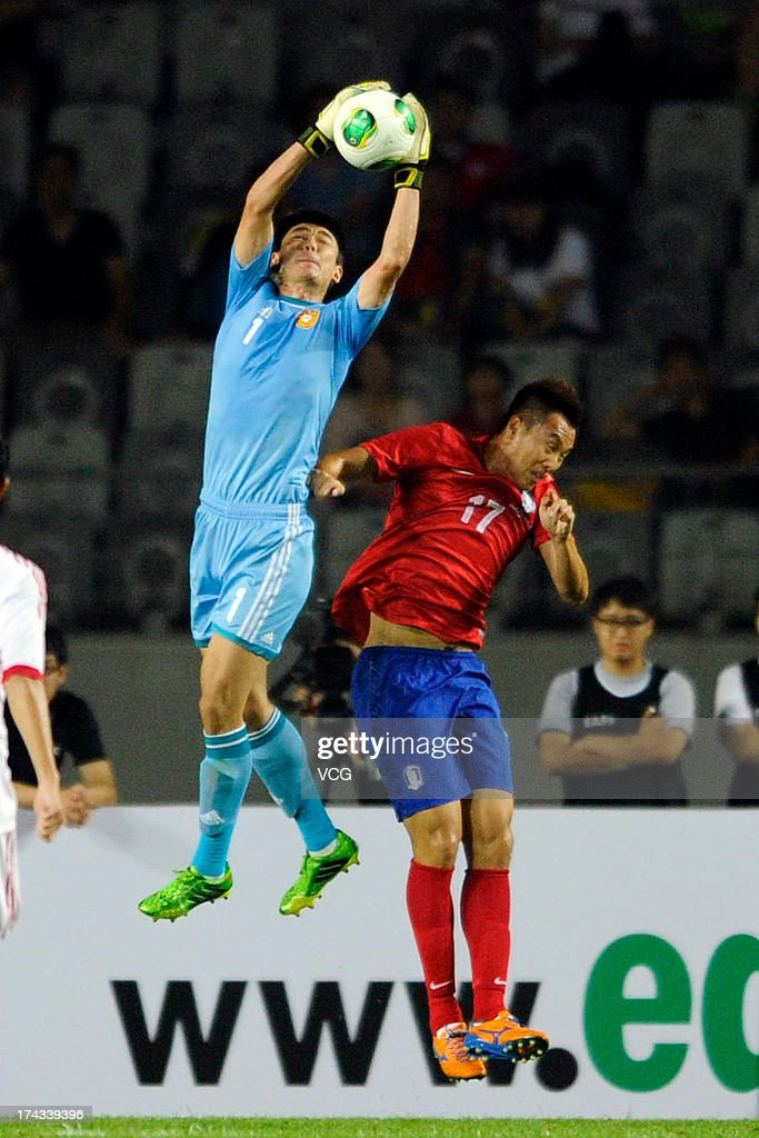 Goalkeeper Zeng Cheng #1 of China grabs the ball against <a gi-track='captionPersonalityLinkClicked' href=/galleries/search?phrase=Kim+Shin-Wook&family=editorial&specificpeople=5862723 ng-click='$event.stopPropagation()'>Kim Shin-Wook</a> #17 of South Korea during the EAFF East Asian Cup match between Korea Republic (South Korea) and China at Hwaseong Stadium on July 24, 2013 in Hwaseong, South Korea.