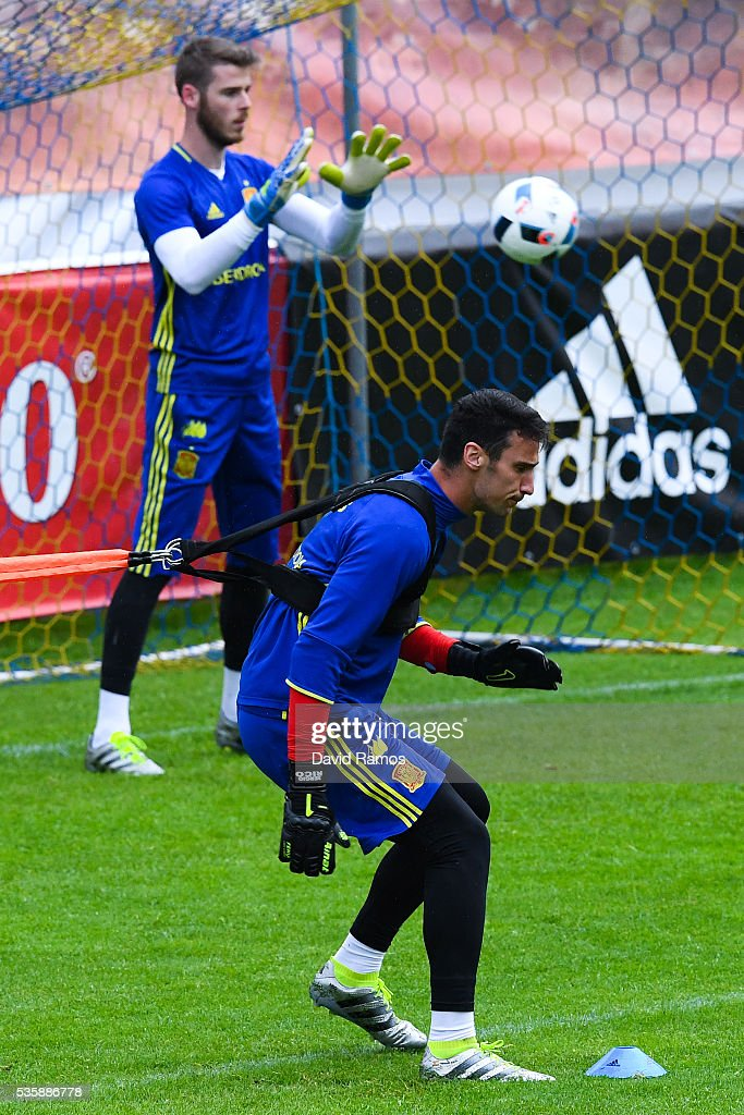 Goalkeepers <a gi-track='captionPersonalityLinkClicked' href=/galleries/search?phrase=Sergio+Rico&family=editorial&specificpeople=13570773 ng-click='$event.stopPropagation()'>Sergio Rico</a> and <a gi-track='captionPersonalityLinkClicked' href=/galleries/search?phrase=David+de+Gea&family=editorial&specificpeople=3000749 ng-click='$event.stopPropagation()'>David de Gea</a> of Spain work out during a training session on May 30, 2016 in Schruns, Austria.