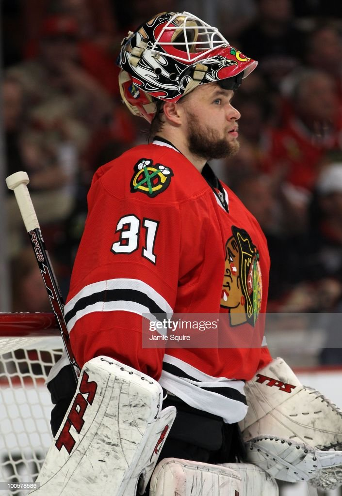 Goaltender Antti Niemi #31 of the Chicago Blackhawks looks on while taking on the San Jose Sharks in Game Four of the Western Conference Finals during the 2010 NHL Stanley Cup Playoffs at the United Center on May 23, 2010 in Chicago, Illinois.