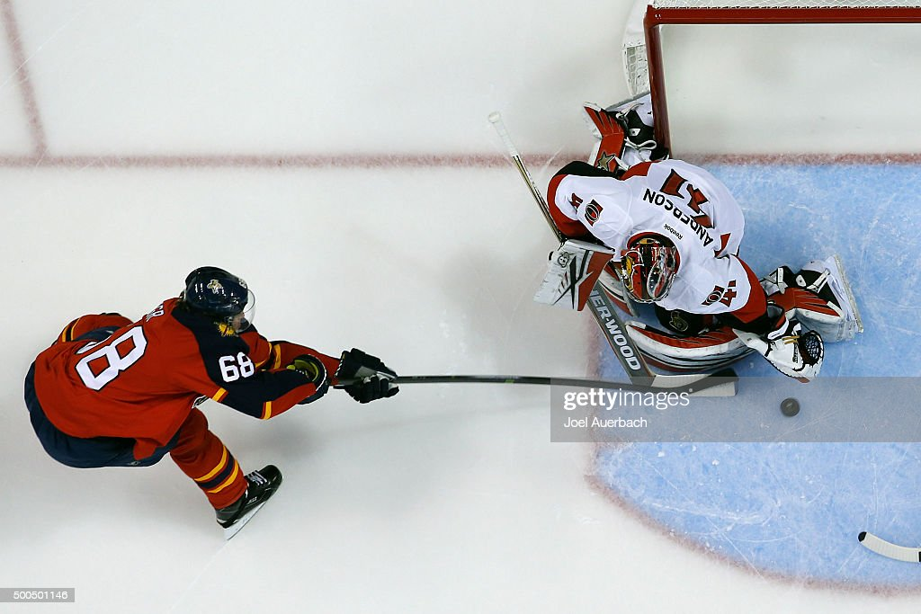 Goaltender Craig Anderson #41 of the Ottawa Senators stops a shot by <a gi-track='captionPersonalityLinkClicked' href=/galleries/search?phrase=Jaromir+Jagr&family=editorial&specificpeople=201633 ng-click='$event.stopPropagation()'>Jaromir Jagr</a> #68 of the Florida Panthers at the BB&T Center on December 8, 2015 in Sunrise, Florida. The Senators defeated the Panthers 4-2.