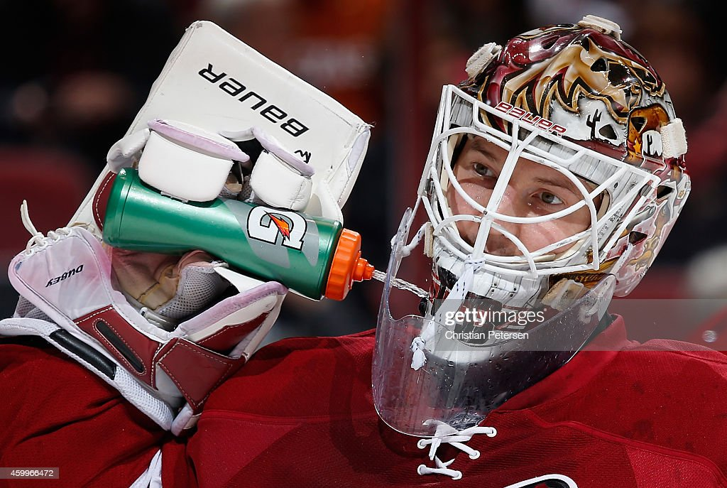 Goaltender Devan Dubnyk #40 of the Arizona Coyotes sprays water on his neck during a break from the NHL game against the Los Angeles Kings at Gila River Arena on December 4, 2014 in Glendale, Arizona. The Kings defeated the Coyotes 4-0.