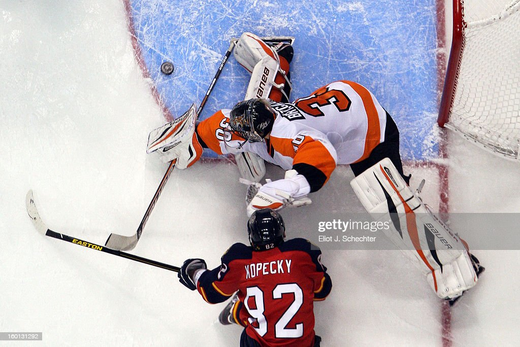 Goaltender <a gi-track='captionPersonalityLinkClicked' href=/galleries/search?phrase=Ilya+Bryzgalov&family=editorial&specificpeople=2285430 ng-click='$event.stopPropagation()'>Ilya Bryzgalov</a> #30 of the Philadelphia Flyers defends the net against <a gi-track='captionPersonalityLinkClicked' href=/galleries/search?phrase=Tomas+Kopecky&family=editorial&specificpeople=2234349 ng-click='$event.stopPropagation()'>Tomas Kopecky</a> #82 of the Florida Panthers at the BB&T Center on January 26, 2013 in Sunrise, Florida.