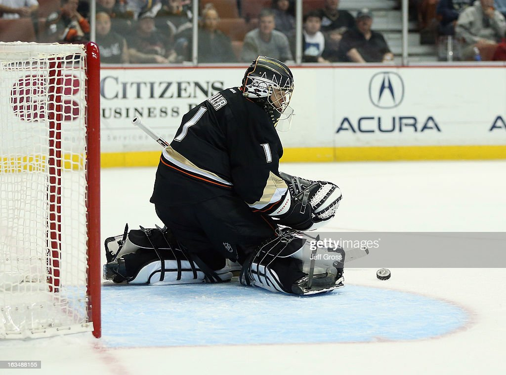 Goaltender <a gi-track='captionPersonalityLinkClicked' href=/galleries/search?phrase=Jonas+Hiller&family=editorial&specificpeople=743364 ng-click='$event.stopPropagation()'>Jonas Hiller</a> #1 of the Anaheim Ducks makes a save in the second period against the St. Louis Blues at Honda Center on March 10, 2013 in Anaheim, California. The Ducks defeated the Blues 4-2.