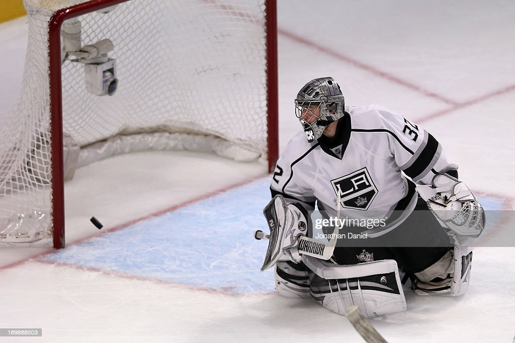 Goaltender <a gi-track='captionPersonalityLinkClicked' href=/galleries/search?phrase=Jonathan+Quick&family=editorial&specificpeople=2271852 ng-click='$event.stopPropagation()'>Jonathan Quick</a> #32 of the Los Angeles Kings fails to make the save as the puck goes into the net for a goal on a shot from Michal Handzus #26 of the Chicago Blackhawks (not in photo) in the second period of Game Two of the Western Conference Final during the 2013 NHL Stanley Cup Playoffs at United Center on June 2, 2013 in Chicago, Illinois. The Blackhawks defeated the Kings 4-2.