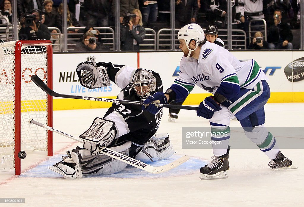 Goaltender <a gi-track='captionPersonalityLinkClicked' href=/galleries/search?phrase=Jonathan+Quick&family=editorial&specificpeople=2271852 ng-click='$event.stopPropagation()'>Jonathan Quick</a> #32 of the Los Angeles Kings makes the save in shootout overtime against <a gi-track='captionPersonalityLinkClicked' href=/galleries/search?phrase=Zack+Kassian&family=editorial&specificpeople=4604939 ng-click='$event.stopPropagation()'>Zack Kassian</a> #9 of the Vancouver Canucks to clinch the win at Staples Center on January 28, 2013 in Los Angeles, California. The Kings defeated the Canucks 3-2 in shootout overtime. The Kings defeated the Canucks 3-2 in shootout overtime.