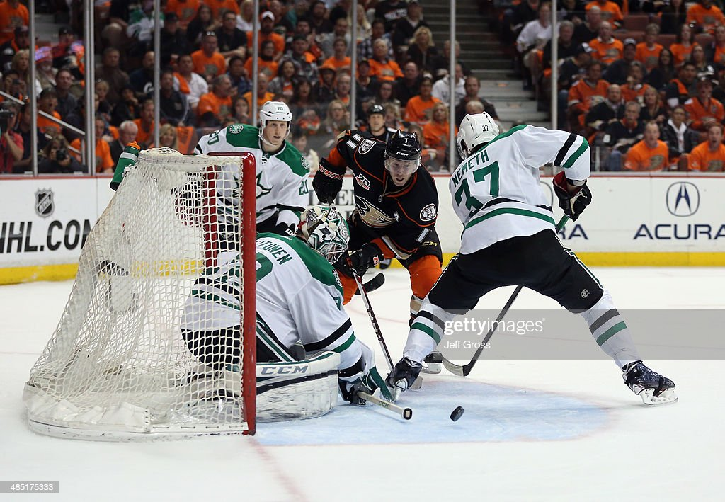 Goaltender <a gi-track='captionPersonalityLinkClicked' href=/galleries/search?phrase=Kari+Lehtonen&family=editorial&specificpeople=211612 ng-click='$event.stopPropagation()'>Kari Lehtonen</a> #32 of the Dallas Stars defends his net, as <a gi-track='captionPersonalityLinkClicked' href=/galleries/search?phrase=Saku+Koivu&family=editorial&specificpeople=202253 ng-click='$event.stopPropagation()'>Saku Koivu</a> #11 of the Anaheim Ducks and <a gi-track='captionPersonalityLinkClicked' href=/galleries/search?phrase=Patrik+Nemeth&family=editorial&specificpeople=7029356 ng-click='$event.stopPropagation()'>Patrik Nemeth</a> #37 of the Stars pursue the play in the first period of Game One of the First Round of the 2014 NHL Stanley Cup Playoffs at Honda Center on April 16, 2014 in Anaheim, California. The Ducks defeated the Stars 4-3. Photo by Jeff Gross/Getty Images)