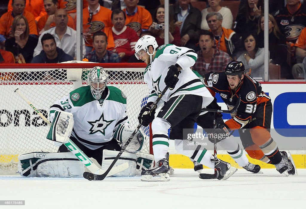 Goaltender <a gi-track='captionPersonalityLinkClicked' href=/galleries/search?phrase=Kari+Lehtonen&family=editorial&specificpeople=211612 ng-click='$event.stopPropagation()'>Kari Lehtonen</a> #32 of the Dallas Stars defends his net, as <a gi-track='captionPersonalityLinkClicked' href=/galleries/search?phrase=Tyler+Seguin&family=editorial&specificpeople=6698848 ng-click='$event.stopPropagation()'>Tyler Seguin</a> #91 of the Stars and <a gi-track='captionPersonalityLinkClicked' href=/galleries/search?phrase=Matt+Beleskey&family=editorial&specificpeople=570471 ng-click='$event.stopPropagation()'>Matt Beleskey</a> #39 of the Anaheim Ducks pursue the play in the second period of Game One of the First Round of the 2014 NHL Stanley Cup Playoffs at Honda Center on April 16, 2014 in Anaheim, California. The Ducks defeated the Stars 4-3.
