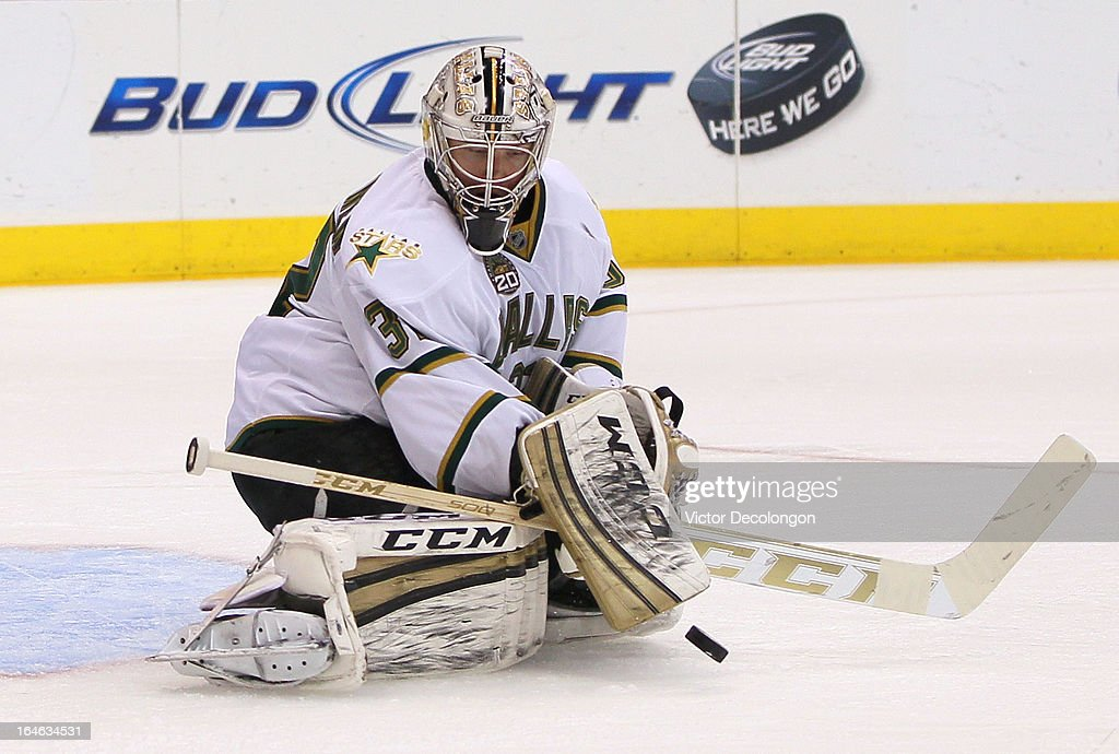 Goaltender <a gi-track='captionPersonalityLinkClicked' href=/galleries/search?phrase=Kari+Lehtonen&family=editorial&specificpeople=211612 ng-click='$event.stopPropagation()'>Kari Lehtonen</a> #32 of the Dallas Stars makes a save in the second period during the NHL game against the Los Angeles Kings at Staples Center on March 21, 2013 in Los Angeles, California. The Stars defeated the Kings 2-0.