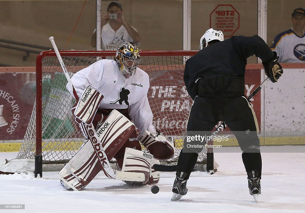 Goaltender Mike Smith #41 of the Phoenix Coyotes and <a gi-track='captionPersonalityLinkClicked' href=/galleries/search?phrase=Sidney+Crosby&family=editorial&specificpeople=212781 ng-click='$event.stopPropagation()'>Sidney Crosby</a> #87 of the Pittsburgh Penguins participate in a workout at the Ice Den on December 3, 2012 in Scottsdale, Arizona. More than a dozen players from around the league that are not able to play during the NHL lockout have been attending workouts at the Phoenix Coyotes practice rink.