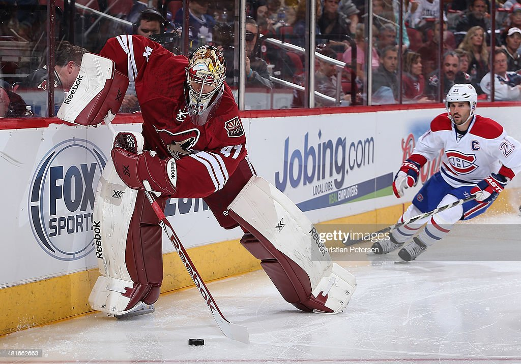 Goaltender Mike Smith #41 of the Phoenix Coyotes handles the puck ahead of <a gi-track='captionPersonalityLinkClicked' href=/galleries/search?phrase=Brian+Gionta&family=editorial&specificpeople=202116 ng-click='$event.stopPropagation()'>Brian Gionta</a> #21 of the Montreal Canadiens during the NHL game at Jobing.com Arena on March 6, 2014 in Glendale, Arizona. The Coyotes defeated the Canadiens 5-2.