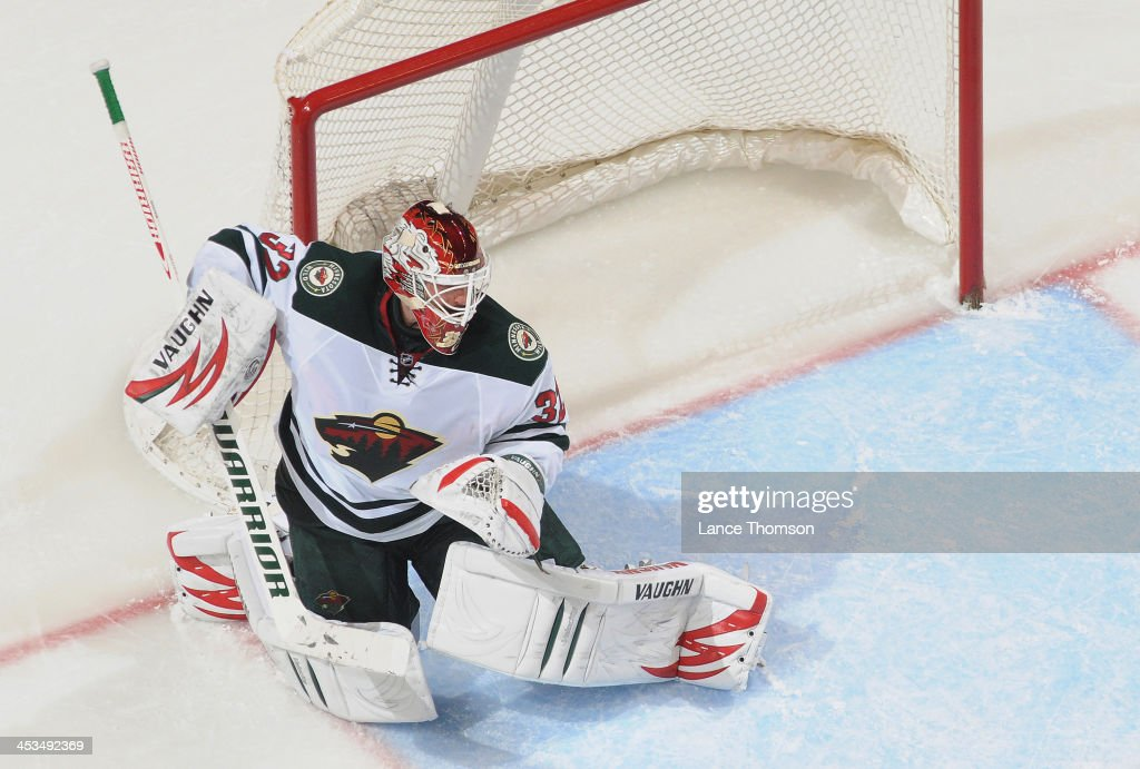 Goaltender <a gi-track='captionPersonalityLinkClicked' href=/galleries/search?phrase=Niklas+Backstrom&family=editorial&specificpeople=861018 ng-click='$event.stopPropagation()'>Niklas Backstrom</a> #32 of the Minnesota Wild gets set to defend the net during third period action against the Winnipeg Jets at the MTS Centre on November 23, 2013 in Winnipeg, Manitoba, Canada. The Wild defeated the Jets 3-2 in the shootout.