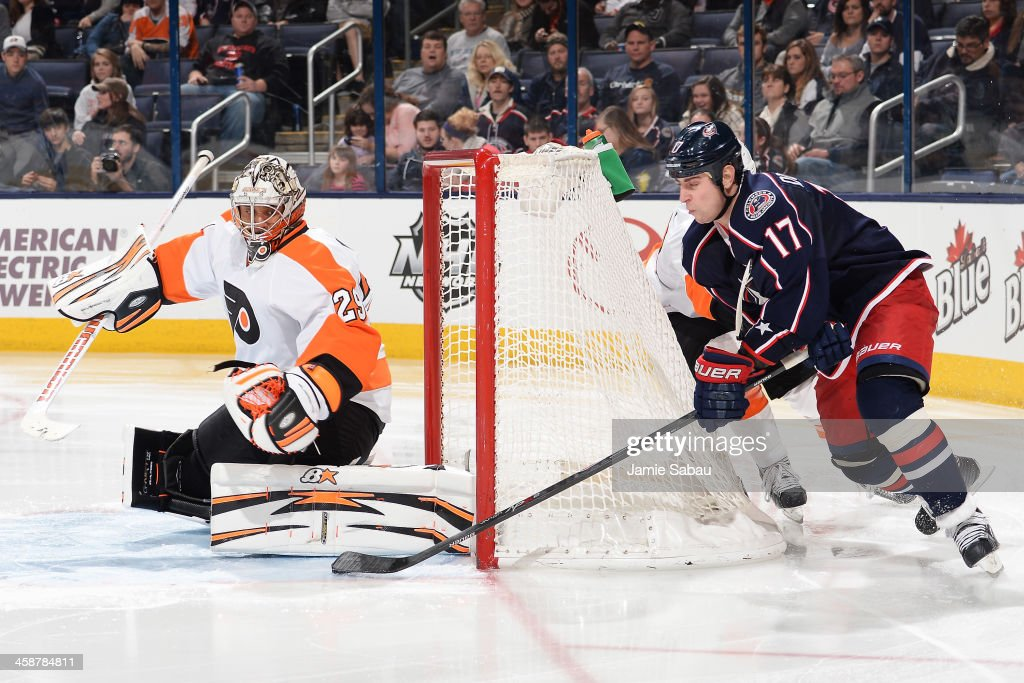 Goaltender <a gi-track='captionPersonalityLinkClicked' href=/galleries/search?phrase=Ray+Emery&family=editorial&specificpeople=218109 ng-click='$event.stopPropagation()'>Ray Emery</a> #29 of the Philadelphia Flyers slides over to defend the net as <a gi-track='captionPersonalityLinkClicked' href=/galleries/search?phrase=Brandon+Dubinsky&family=editorial&specificpeople=2271907 ng-click='$event.stopPropagation()'>Brandon Dubinsky</a> #17 of the Columbus Blue Jackets attempts a wrap around shot during the third period on December 21, 2013 at Nationwide Arena in Columbus, Ohio. Columbus defeated Philadelphia 6-3.