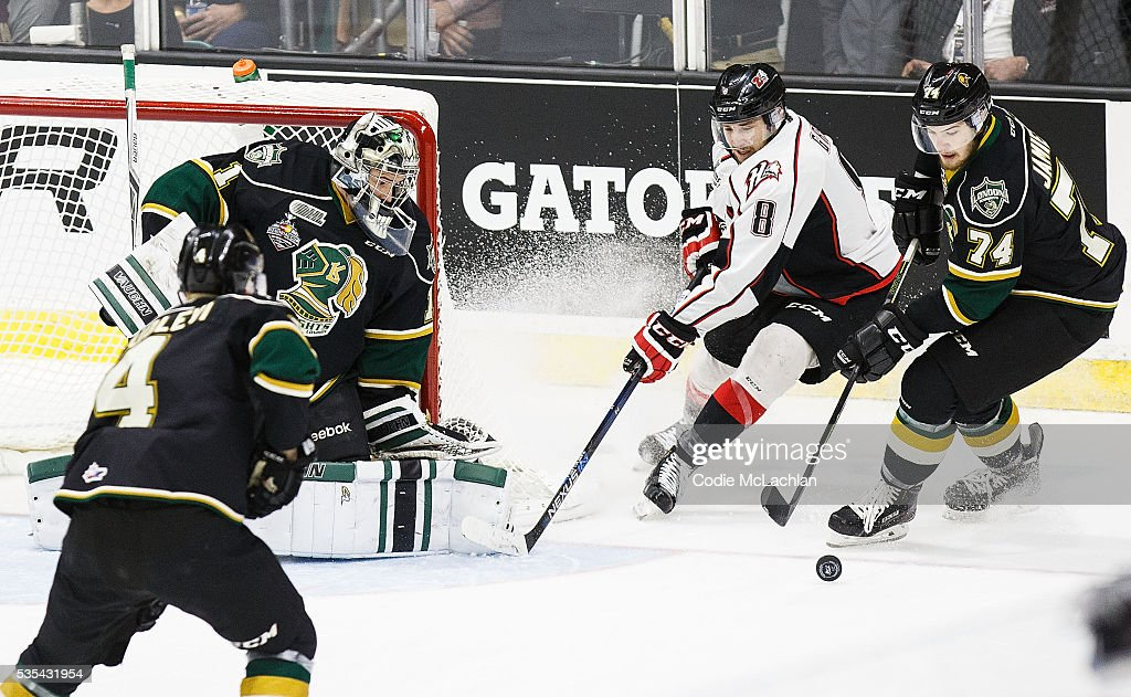 Goaltender Tyler Parsons #1 of the London Knights (OHL) keeps his eye on the puck as teammate Aiden Jamieson #74 battles for possession with Anthony-John Greer #8 of the Rouyn-Noranda Huskies (QMJHL) during the Memorial Cup Final on May 29, 2016 at the Enmax Centrium in Red Deer, Alberta, Canada.