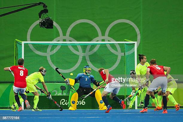 Goaltener Rodrigo Faustino of Brazil makes a save on Barry Middleton of Great Britain during the hockey game on Day 4 of the Rio 2016 Olympic Games...