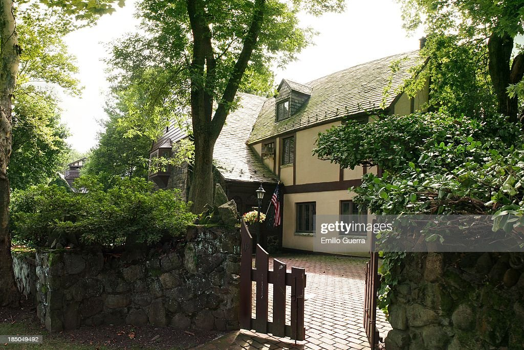 CONTENT] 'Godfather' House Longfellow Avenue Todt Hill Staten Island This house was used as the main Corleone family residence in 'The Godfather' film