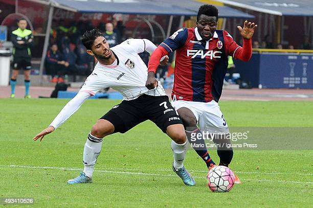 Godfred Donsah of Bologna FC competes the ball with Acharaf Lazaar of US Città di Palermo during the Serie A match between Bologna FC and US Citta di...