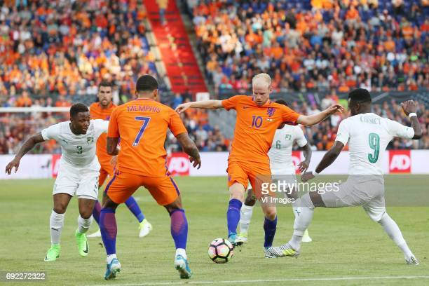 Gohi Bi Cyriac of Ivory Coast Memphis Depay of Holland Davy Klaassen of Holland Maxwell Cornet of Ivory Coastduring the friendly match between The...