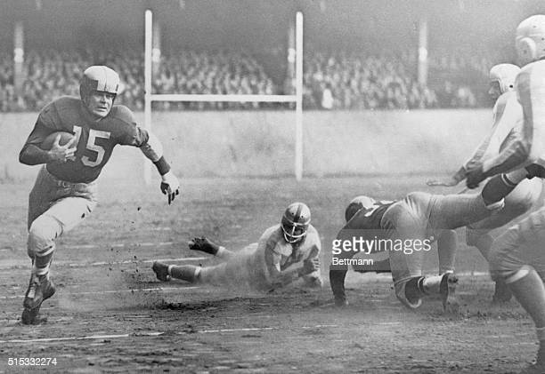 Going around right end for the first down in the first quarter of the Philadelphia EaglesNY game the Bulldogs National Football League clash at Shibe...