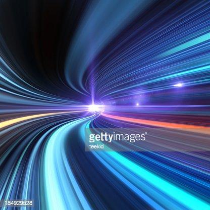 Fahren durch einen Tunnel mit High-Speed-Internetzugang