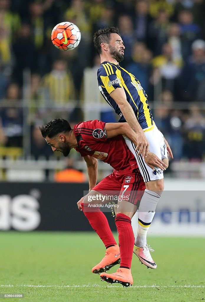 Gokhan Gonul (R) of Fenerbahce in action during the Turkish Super Toto Super Lig football match between Fenerbahce and Gaziantepspor at at Sukru Saracoglu Ulker Spor Complex in Istanbul, Turkey on 01 May, 2016.
