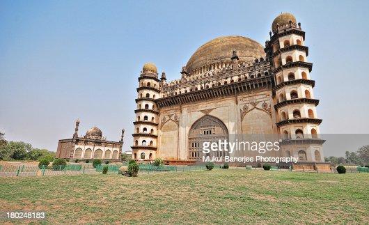 essay on gol gumbaz Gol gumbaz, the mausoleum of muhammad adil shah, in bijapur is an  architectural delight  photo essay by ambika jayakumar share.