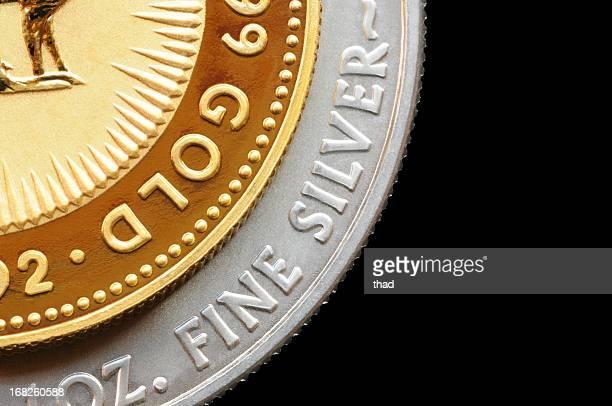 Moeda de ouro e prata isolado em preto