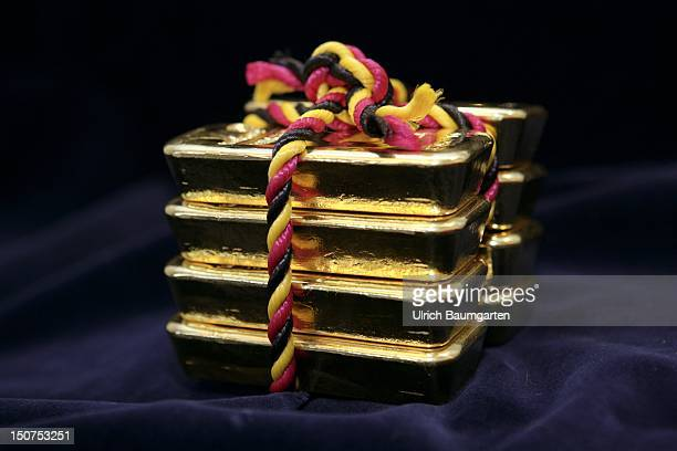 GERMANY HANAU Gold bars piled up one on the other 1000 g from 9999 fine gold Gold bars bounded together with a blackredandgold cord as a package