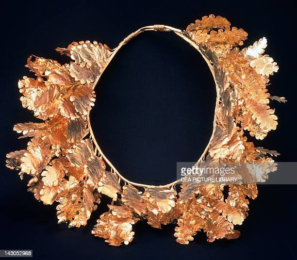 Gold crown in the form of oak leaves from the royal tomb of Philip II Vergina Goldsmith art Greek Civilization 4th Century BC SALONIKA ARHEOLOGIKÓ...