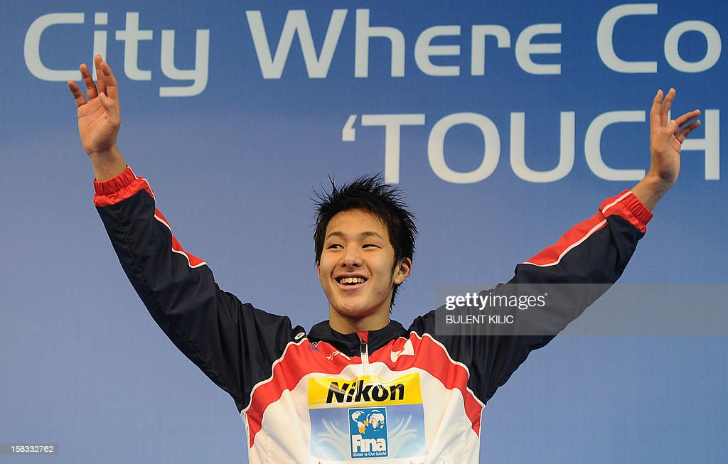 Gold medal winner Seto Daiya of Japan poses after winning the men`s 400m individual medley on December 13, 2012 of the FINA World Short Course Swimming Championships in Istanbul. AFP PHOTO/BULENT KILIC