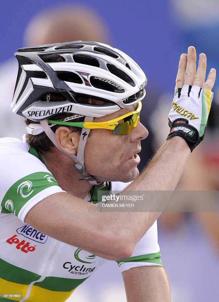 Gold medalist Cadel Evans of Australia celebrates as he wins of the Elite men's world road race championships at Mendrisio on September 27, 2009. Austrlia's Cadel Evans won ahead of Russia's Alexandr Kolobnev and Spain's Joaquin Rodriguez .