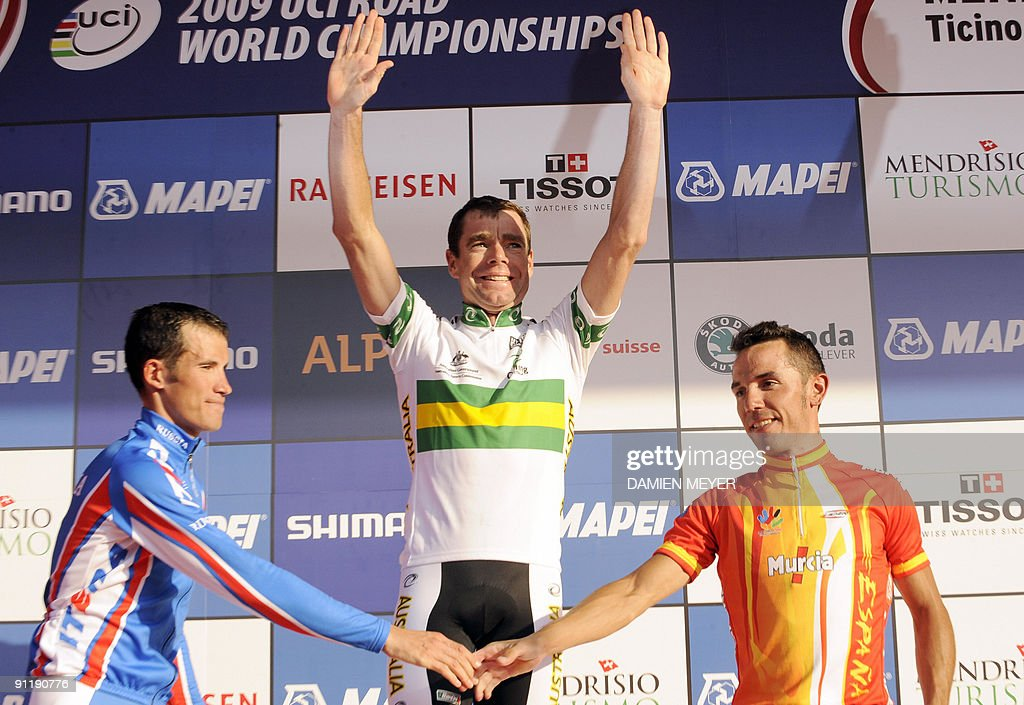 Gold medalist Cadel Evans of Australia (C) celebrates on the podium of the Elite men's world road race championships at Mendrisio as Silver medalist Russia's Alexandr Kolobnev (L) and bronze medalist Spain's Joaquin Rodriguez shake hands on September 27, 2009. Austrlia's Cadel Evans won ahead of Russia's Alexandr Kolobnev and Spain's Joaquin Rodriguez . AFP PHOTO/DAMIEN MEYER