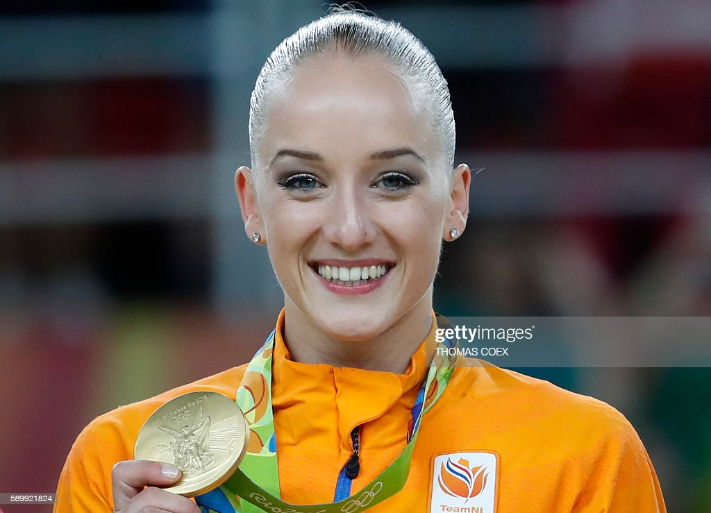 Gold medallist Netherlands' Sanne Wevers poses on the podium of the women's balance beam event final of the Artistic Gymnastics at the Olympic Arena during the Rio 2016 Olympic Games in Rio de Janeiro on August 15, 2016. / AFP / Thomas COEX